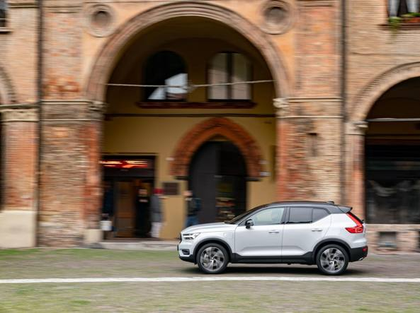 Volvo XC40 Recharge T5 Plug-in Il Suv best seller è alla spina