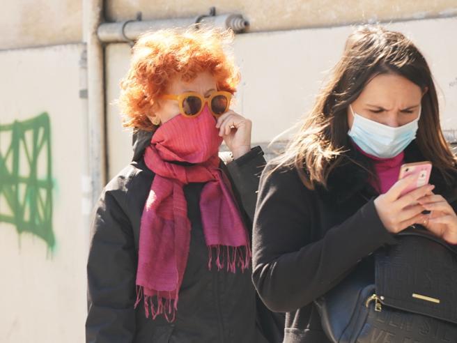 Le mascherine potrebbero rallentare il propagarsi dell'epidemia?