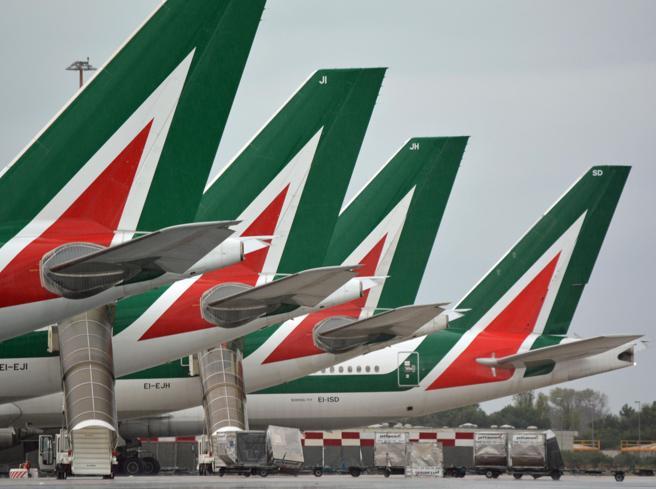 Alitalia vola con un terzo degli aerei e i passeggeri calano del 90%