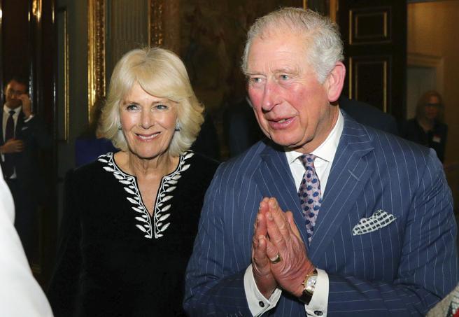 L'ex marito di Camilla e il coronavirus contratto alle corse: paura nella famiglia reale britannica