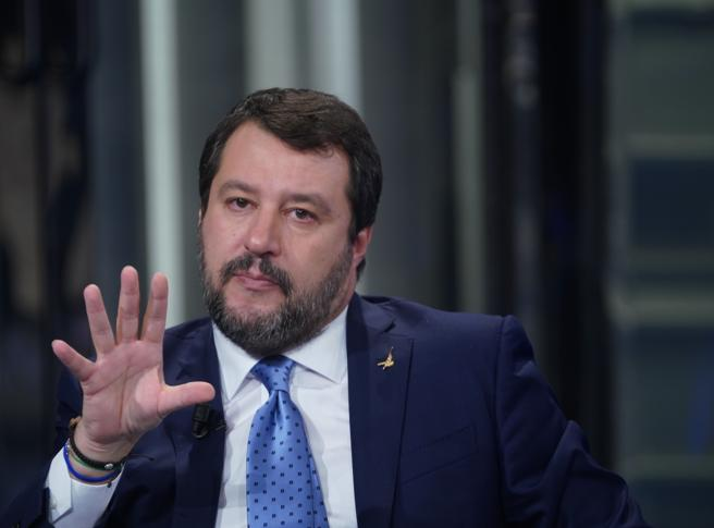 Salvini: riaprire le chiese per celebrare Pasqua, «la scienza da sola non basta»