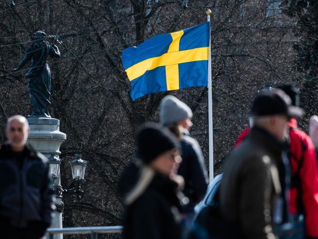 """Coronavirus,  la Svezia pronta a cambiare rotta: «Basta """"tutto aperto"""", prepariamoci a migliaia di morti»"""