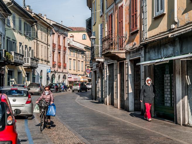 Coronavirus, mascherine obbligatorie anche in Toscana. Le regole nelle altre Regioni