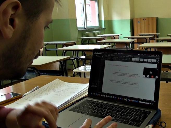 Maturità online e niente esame di terza media. Tutti promoss