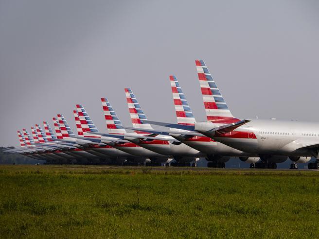Coronavirus, le compagnie aeree: niente rimborsi per i voli, non ci sono soldi