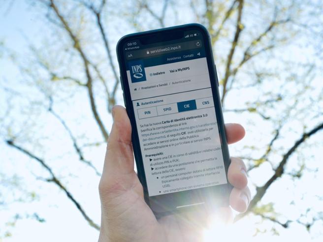 Carta identità elettronica: come si accede ai servizi  con lo smartphone