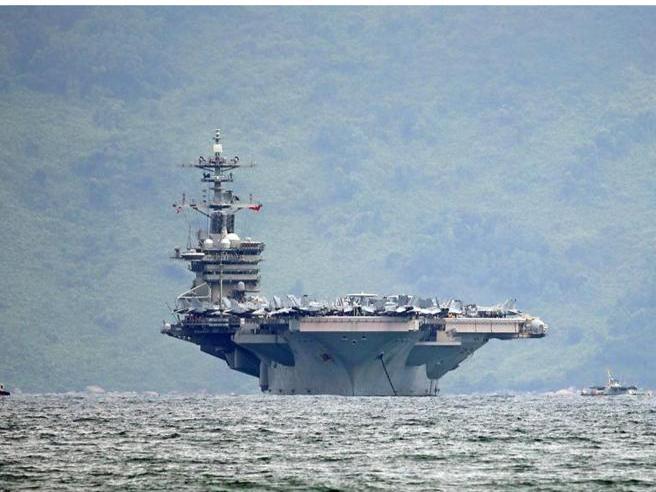Coronavirus sulla portaerei Roosevelt, si dimette il segretario della Marina
