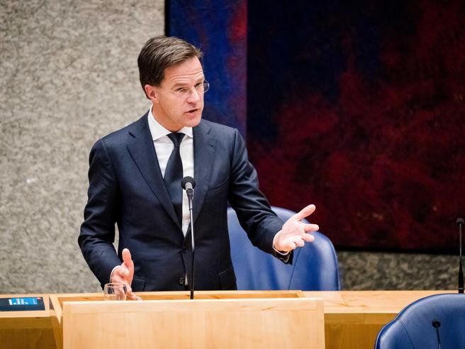 Eurogruppo, sì all'accordo: aiuti per 1000 miliardi. Gentiloni: «Pacchetto senza precedenti»