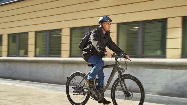 L'Italia «cavalca» biciclette e e-bike «Utili anche per arginare il virus»