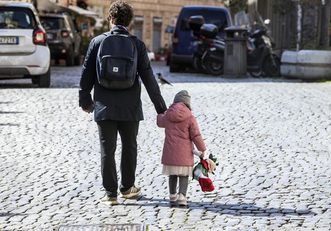 Quali sono i sintomi nei bambini? Pochi hanno la febbre (ed è un problema)