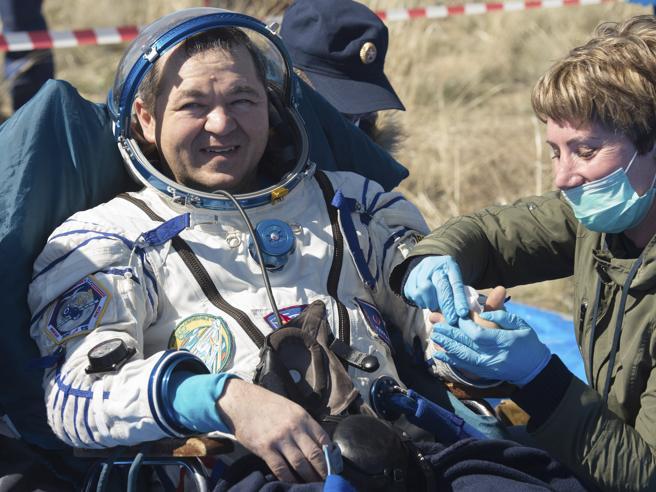 Tre astronauti ritornati sul pianeta del coronavirus: «È surreale»