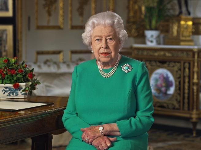 Regina Elisabetta, un party virtuale (con figli e nipoti) per il 94esimo compleanno