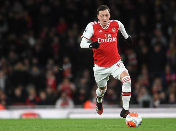 Ozil, excluded from Arsenal, d