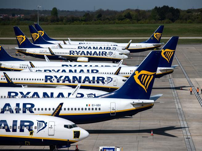 Coronavirus, aerei e nuove regole: non trema solo Ryanair.  Le compagnie: «Qui si ferma tutto»