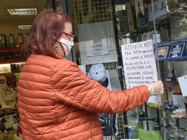 Coronavirus, dai parrucchieri allo shopping: ecco le regole inderogabili per i negozi|Il calendario: le 4 tappe per ripartire