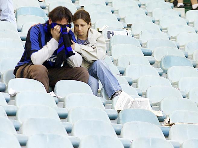 5 maggio 2002, l'Inter perde con la Lazio e lo scudetto va alla Juve: storia di un crollo (e di una lite infinita)