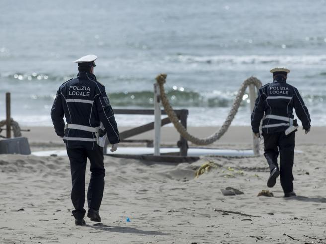 Coronavirus fase 2, termoscanner in spiaggia e tra gli ombrelloni almeno 10 metri