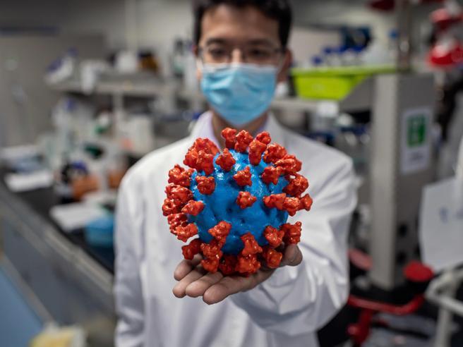 Il coronavirus sta davvero perdendo potenza? Ecco cosa sappiamo oggi