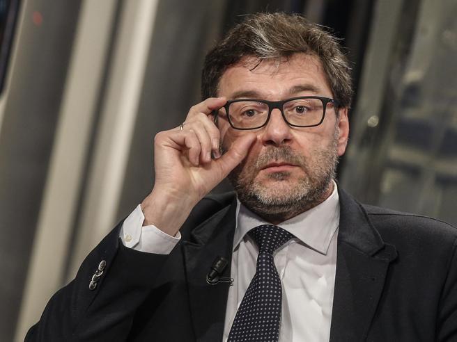 Coronavirus, Giorgetti: «La bottiglia è nel mare». Governo di unità nazionale con Draghi premier