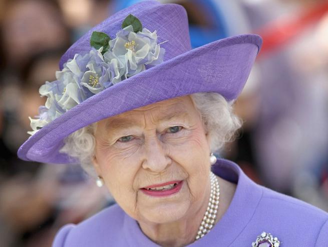 """Elisabetta II """"prigioniera"""" a Windsor sino alla fine della pandemia"""