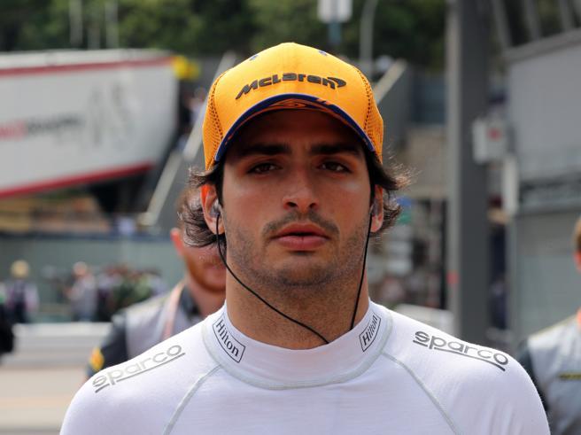 Carlos Sainz in arrivo alla Ferrari per il dopo Vettel? La scelta di puntare su Leclerc numero uno