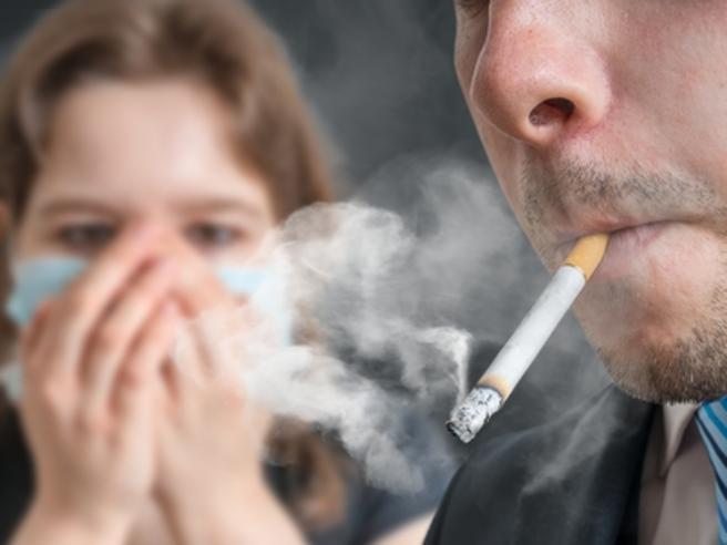 II fumatori sono protetti da Covid-19 o più a rischio? Cosa dice la scienza