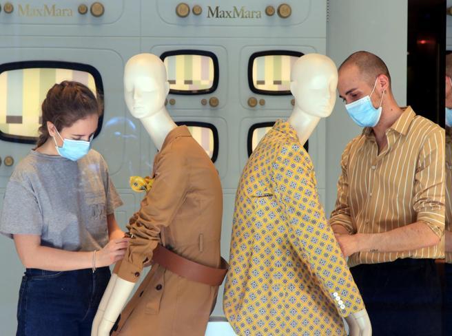 Coronavirus, dal 18 maggio la nuova distanza:  2 metri. Le regole per  Ristoranti, parrucchieri, estetisti