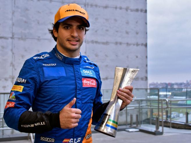Carlos Sainz nuovo pilota della Ferrari: chi è il compagno di Leclerc