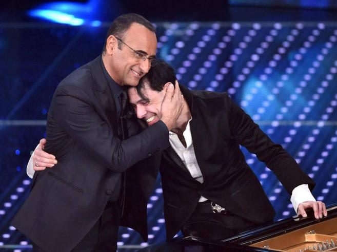 Carlo Conti con Ezio Bosso a Sanremo: «Il suo amore per la vita fu un esempio per tutti»