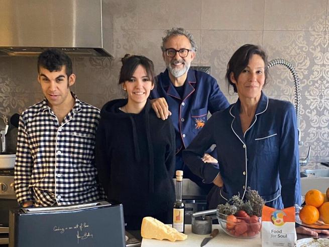 «Kitchen Quarantine»: a Massimo Bottura (e famiglia) il premio Webby Chef 2020