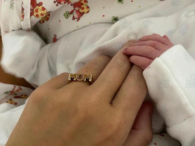 Alena Seredova mamma per la terza volta: è nata la figlia con Alessandro Nasi