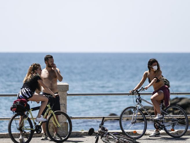 L'estate può fare da argine contro il coronavirus? E davvero si sta «spegnendo»?