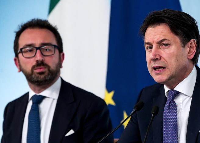 Governo, Conte tratta con Italia viva. Voci di richieste di posti. Ma c'è il muro Pd