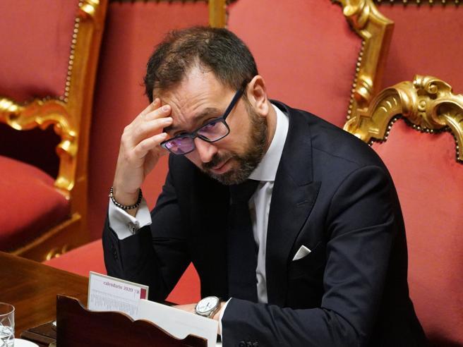 Sfiducia a Bonafede, la diretta del voto in Senato