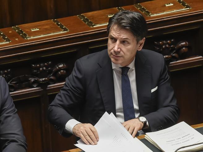 M5S attacca in Aula  il modello Lombardia Ira di Salvini: «Avete da ridere? Uscite» E tra Meloni e Boschi è lite su Bellanova