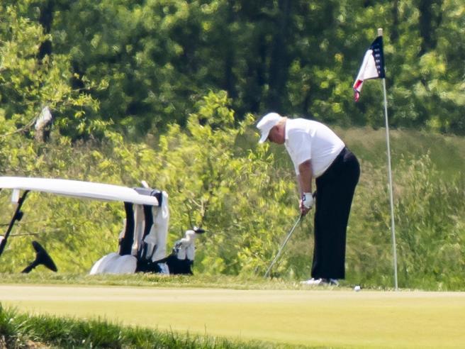 Biden in campo contro Trump: «Negli Usa 100mila morti e lui