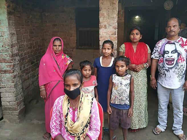 Kumari, 1.200 km in bicicletta per salvare il papà infermo