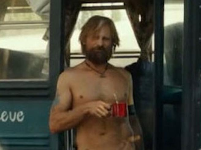 «Captain Fantastic» in tv. Il nudo frontale di Viggo Mortensen e il cibo-spazzatura vietato sul set. I 13 segreti