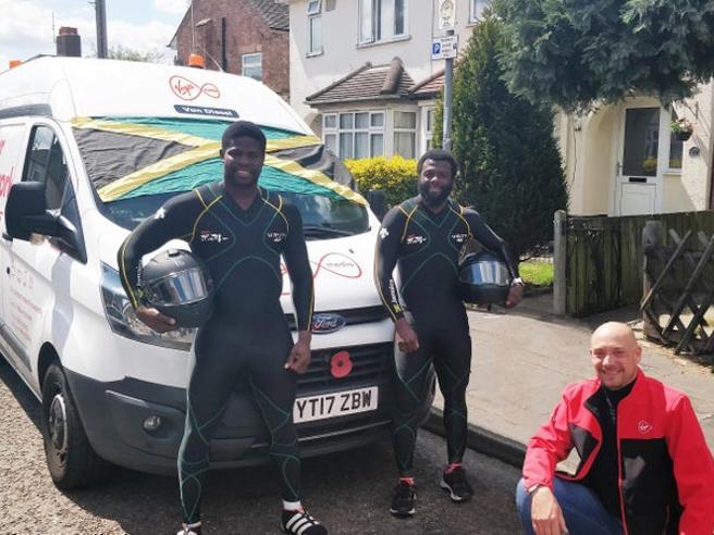 I giamaicani del bob? Ora spingono una Mini per le strade inglesi (e si preparano per i Giochi del 2022)