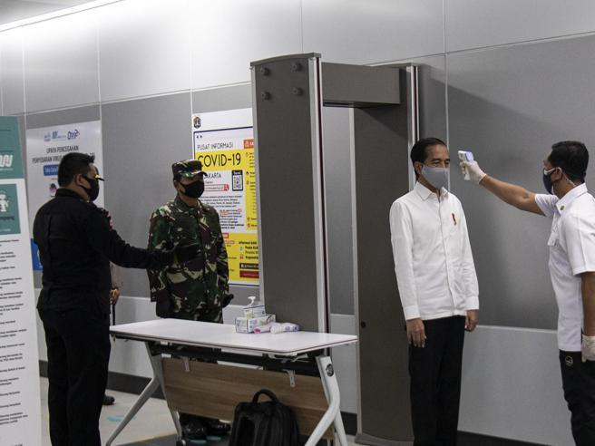 Minacce,  il viceministro Sileri sotto scorta Aifa: stop all'uso della idrossiclorochina