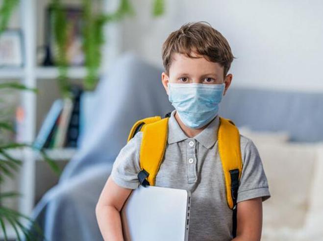 Scuola a settembre: turni, mascherine e pranzo al sacco E chi ha tosse o raffreddore dovrà stare a casa Il testo