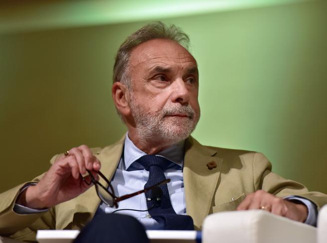 Giuseppe Remuzzi: «Ora malati di coronavirus meno gravi, ma