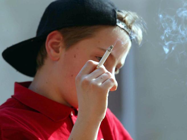 Covid, il lockdown fa smettere di fumare tabacco. Ma non le sigarette elettroniche