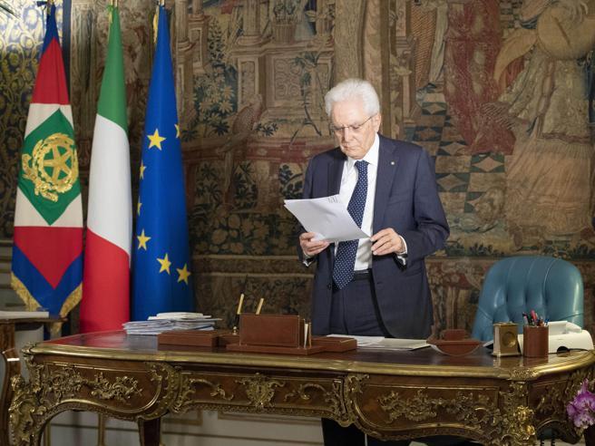 Mattarella: «Urge la riforma del Csm,  no a valutazioni su procedimenti in corso» Ermini: «Il rinnovamento è già avviato»