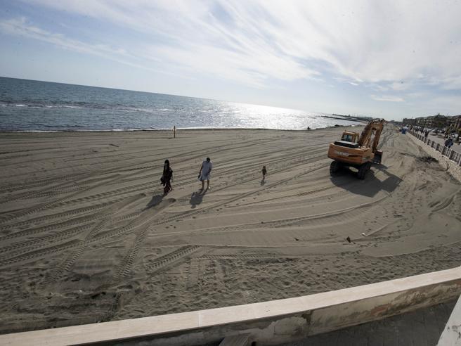 Spiagge libere oggi apertema c'è il caos delle regoleil covid, la ripartenza