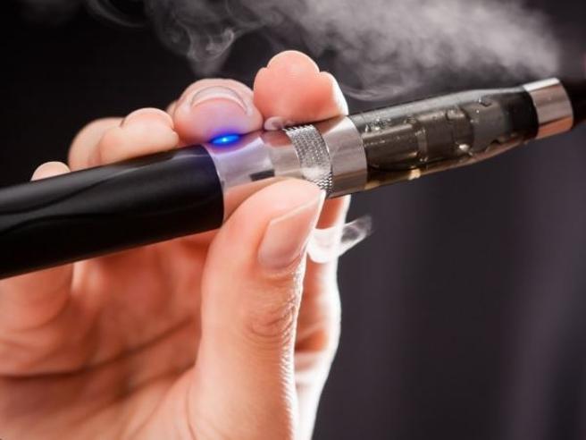 Danni da lockdown, specie fra donne e giovani: aumentano i consumatori di e-cigarette  e tabacco riscaldato