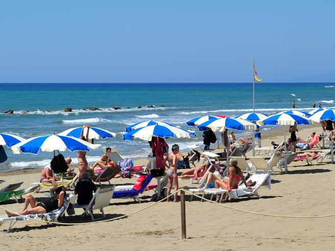 Sud, isole e città d'arte, le vacanze degli italiani: via per meno giorni e mete rilassanti, il 90% resta qui