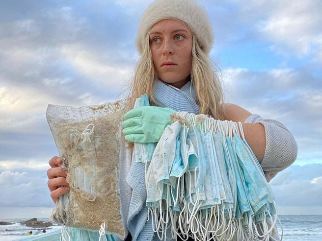 Migliaia di mascherine anti Covid sulle spiagge australiane: emergenza ambientale