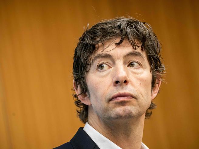 Coronavirus in Germania, il virologo star nella bufera, l'accusa della stampa: «asservito alla politica »