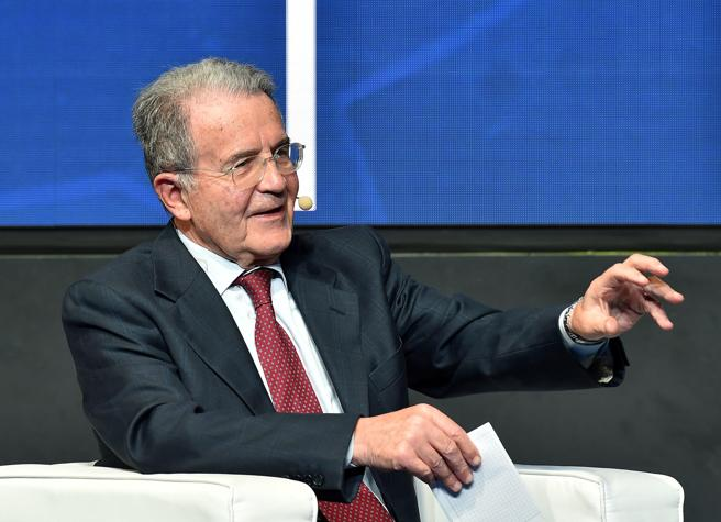 Prodi: «Lo Stato diventi azionista per difendere le imprese. Il governo? Non può cadere»